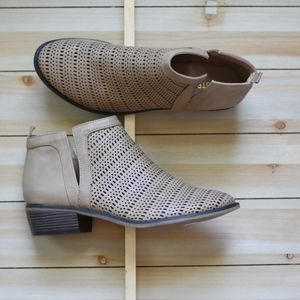 Ankle Bootie w/side cut out